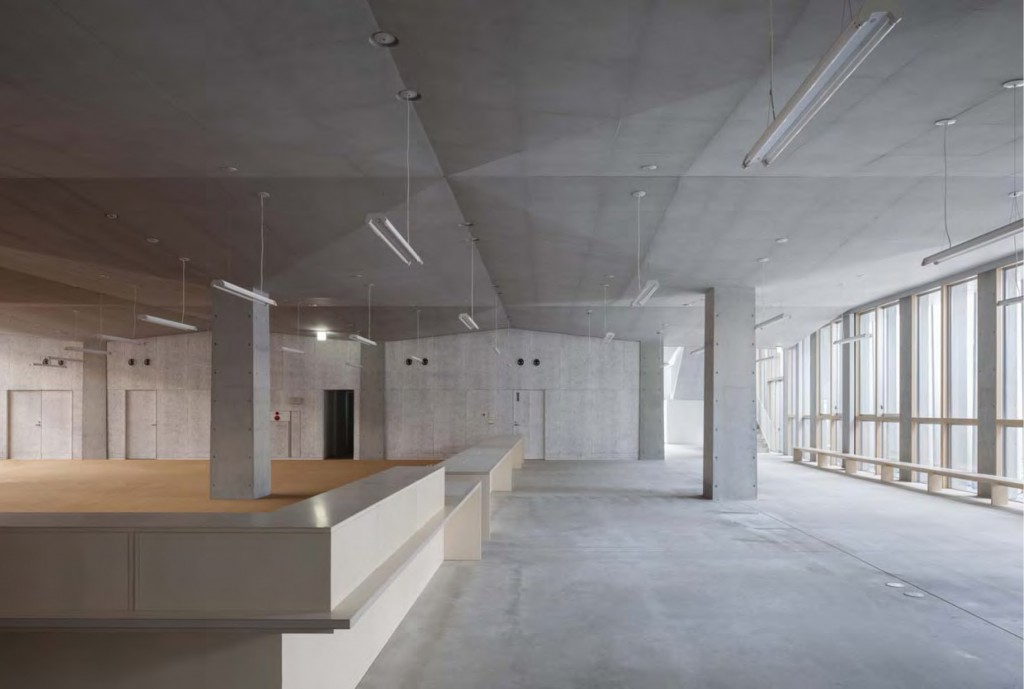 岐南町庁舎 庁舎1階 ©小川重雄