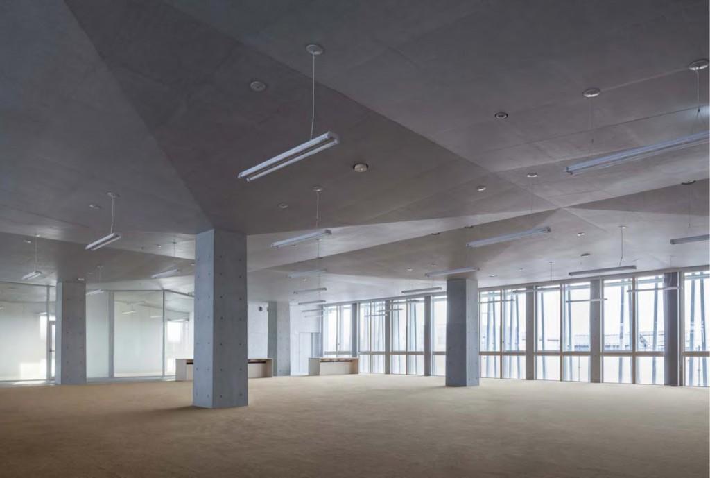 岐南町庁舎 庁舎2階執務室 ©小川重雄