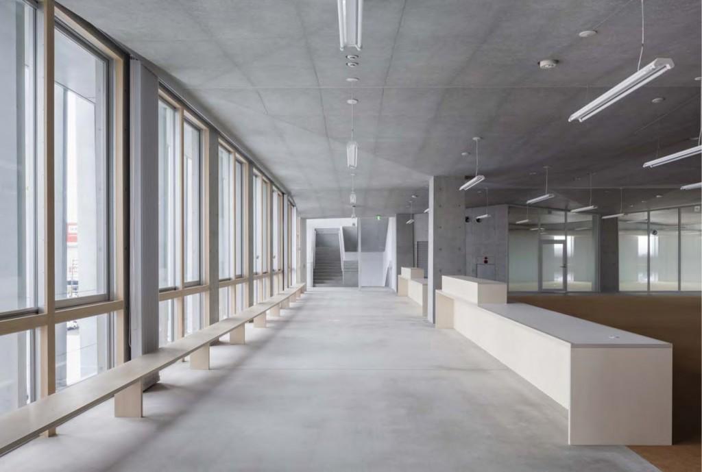 岐南町庁舎 庁舎4階ロビー ©小川重雄