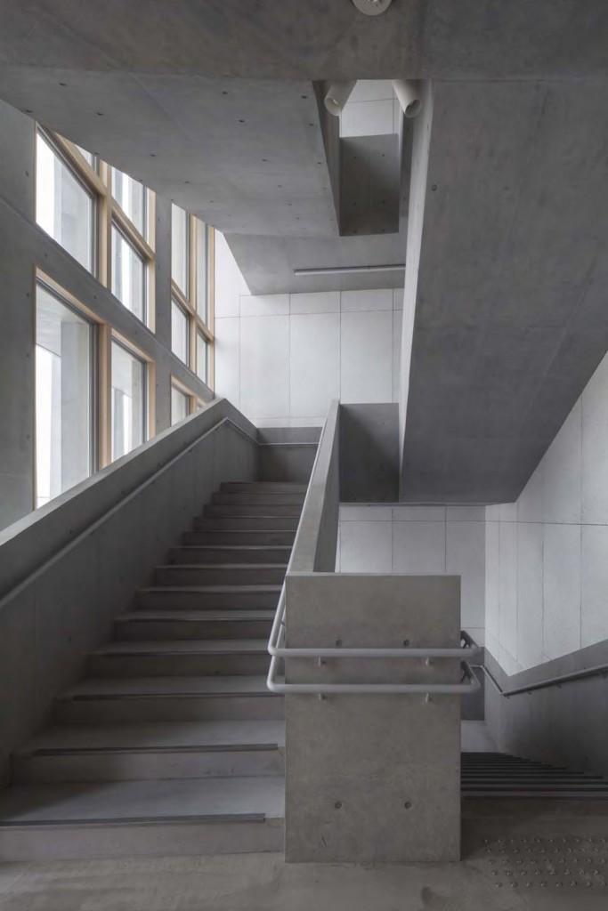 岐南町庁舎 庁舎階段1 ©小川重雄