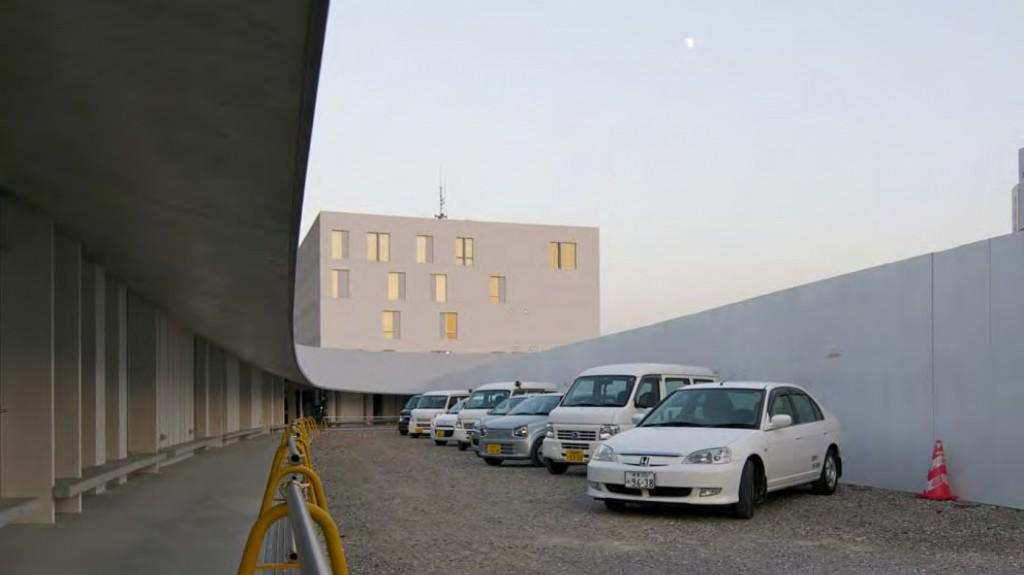 岐南町庁舎 既存棟解体工事がほぼ完了し、外観全体の全貌が見え始める。 撮影・小森雄一郎