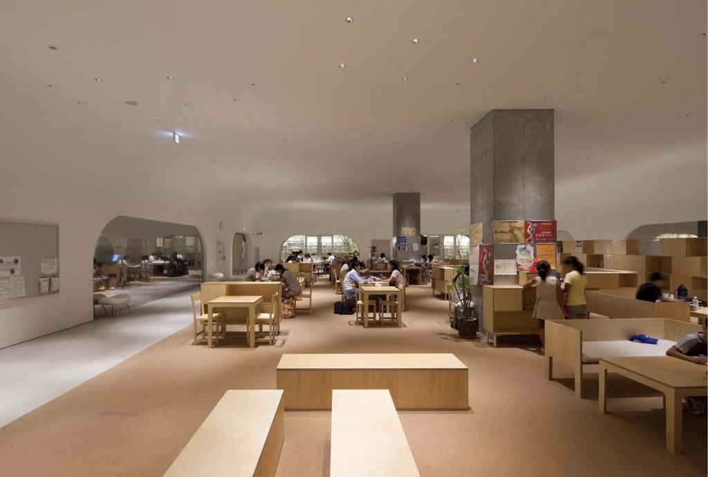 ひと・まち・情報創造館 武蔵野プレイス・境南ふれあい広場公園 地下2階はティーンズのための多目的空間でダンスや卓球もできます。 ©SHIMIZU KEN