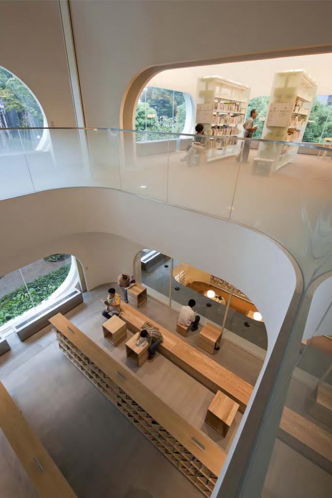 ひと・まち・情報創造館 武蔵野プレイス・境南ふれあい広場公園 シェル状の空間が縦横に連なることで、居心地のよさと流動性を同時につくり出しています。 ©小川重雄