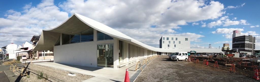 西からみた岐南町新庁舎。特記なき写真はkwhgアーキテクツ提供。