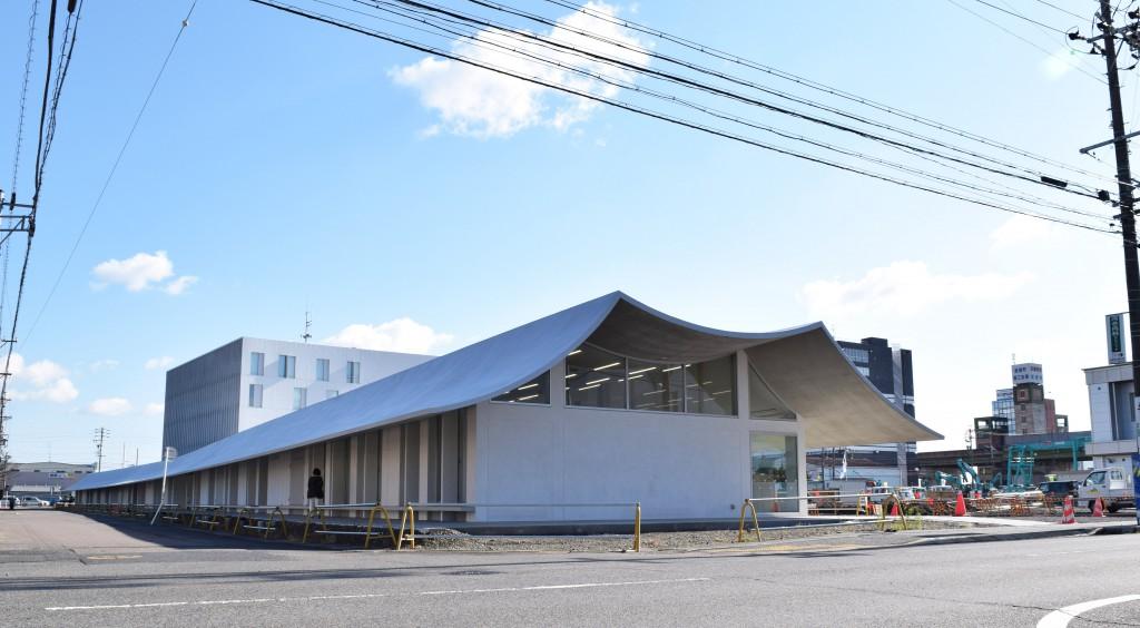 北西からみた岐南町新庁舎。
