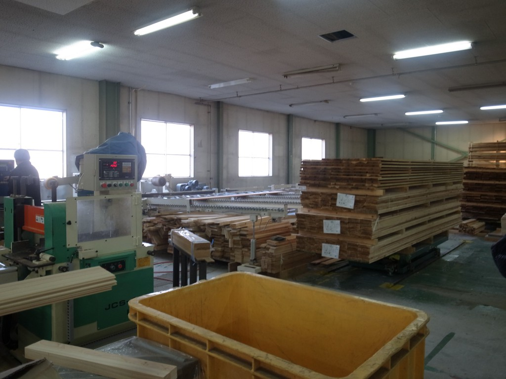 図4:西粟倉・森の学校の建材工場。森の学校は製材から加工・建材製造・販売まで一貫して行うことにより中間マージンを削減している。