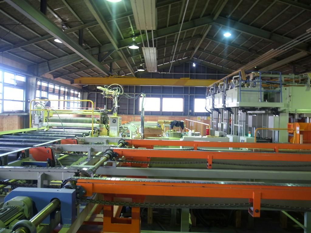 図1:銘建工業CLT工場。近くに年間5万立米を生産する工場を建設中であった。