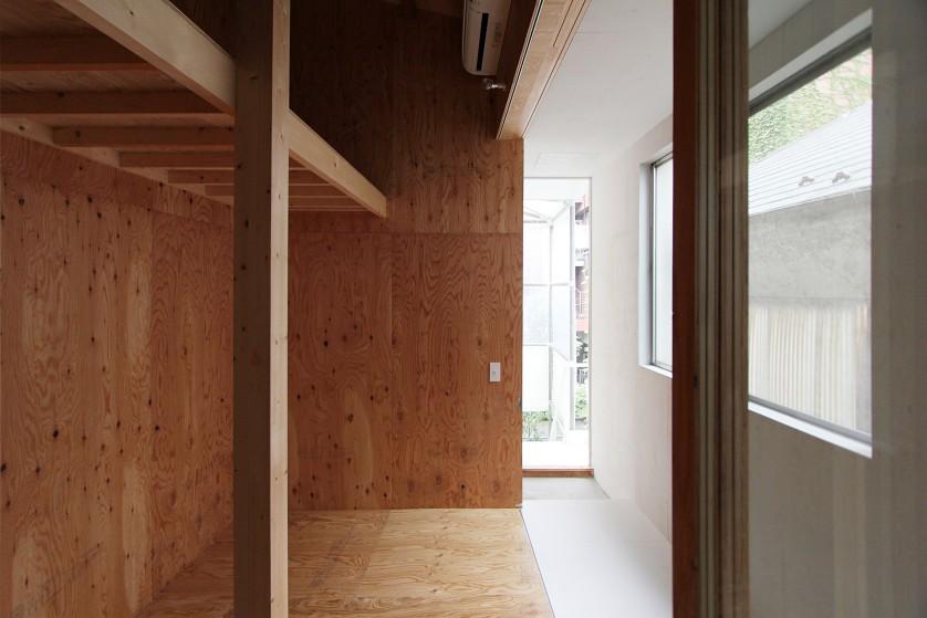 ©Yasuaki Morinaka 明るい縁側を介して個室へ光がもたらされる