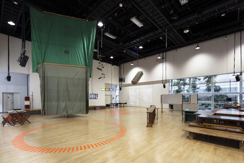 ©kentahasegawa テントやロッカーなどを転用し、プレイグラウンドの環境をつくっている