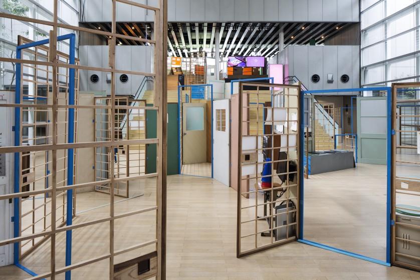 ©kentahasegawa 市内の廃公共施設で使われていた建具を再編集した