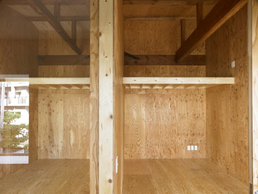 ©Sadao Hotta 個室の現しになった小屋組。建物の成り立ちを伝える