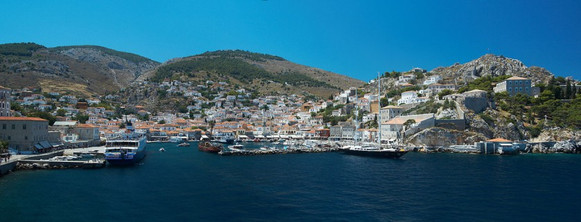 "Wikipedia, the free encyclopedia: ""Hydra port (Greece) - Panorama - 20070712b.jpg"", (Author: Barcex, CC-BY-SA-2.5) URL=https://commons.wikimedia.org/wiki/File:Hydra port (Greece) - Panorama - 20070712b.jpg"
