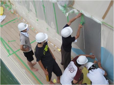 学生たちによる壁画の製作