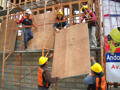 共同作業による建設