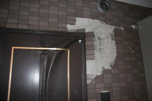 写真1:2005年福岡県西方沖地震のときのマンションの被害