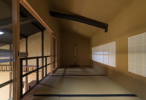 fig12 茶室内装は土壁の塗り回し