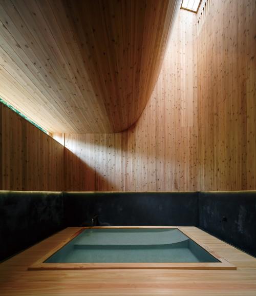 Fig5:1F浴室内観  撮影:藤井浩司/ナカサ&パートナーズ