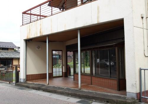 空き家となっていた改装前の藤喜陶園エントランス